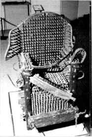 """A imagem """"http://www.spectrumgothic.com.br/images/ocultismo/inquisicao/torturas/cadeira.jpg"""" contém erros e não pode ser exibida."""